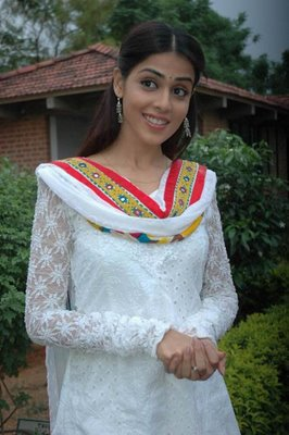 Genelia D Souza In White Chicken Salwar Kameez Zeenat Style