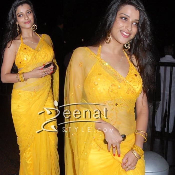 madhurima banerjee in hot seethrough saree zeenat style