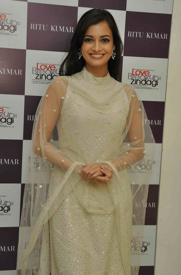 Dia Mirza In Churidar Salwar Kameez Love Breakups Zindagi ... Dia Mirza In Love Breakup Zindagi