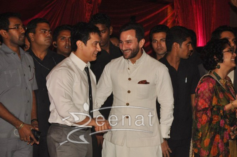 Aamir Khan greeting Saif Ali Khan at Ritesh Deshmukh Genelia Wedding Reception