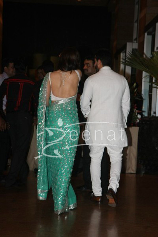 Kareena Kapoor backless at Ritesh Deshmukh Genelia Wedding Reception at Hotel Grand Hyatt in Mumbai