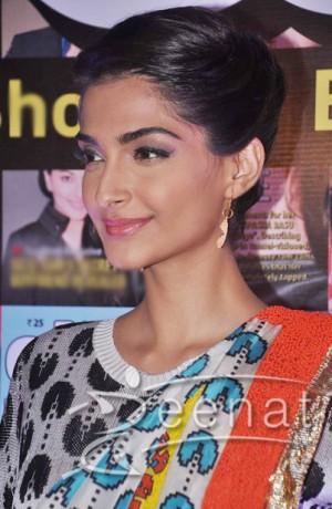 Sonam-Kapoor-Pac-Man-Saree2