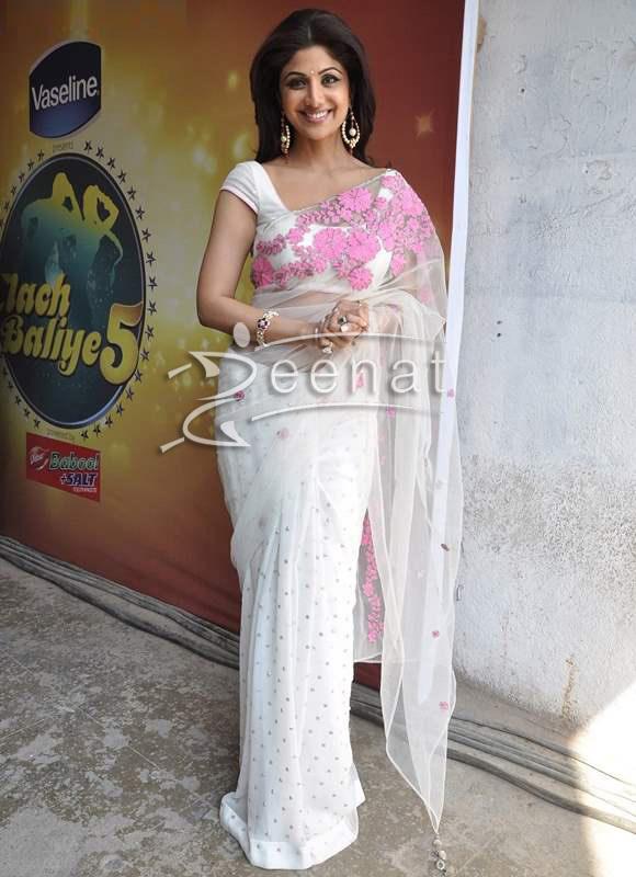 Shilpa-Shetty-White-Sari-at-MasterChef-India-3-Promo56ys