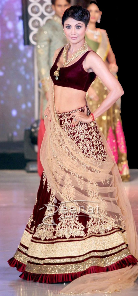 Shilpa Shetty Walks the ramp fo Rocky S at IIBS Fashion Show Oct 2013