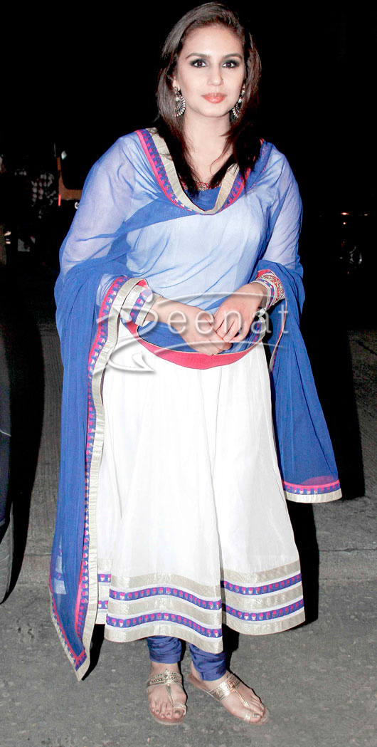 Huma Qureshi In White Anarkali Churidar | Zeenat Style