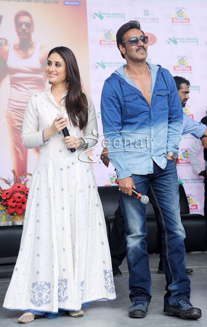 b002a2b47f61e Kareena Kapoor In Rahul Mishra White Anarkali | Zeenat Style