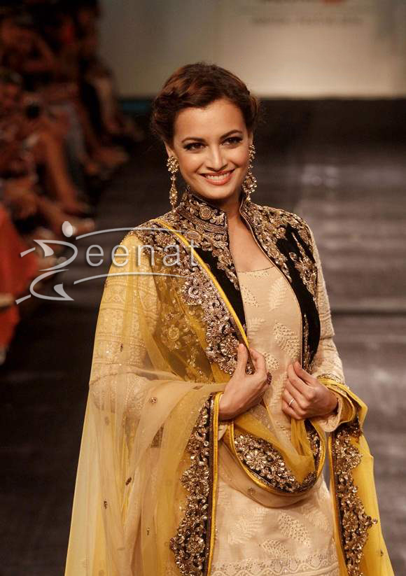 Dia-Mirza-for-Vikram-Phadnis-at-LFW-2014-Winter-Festive