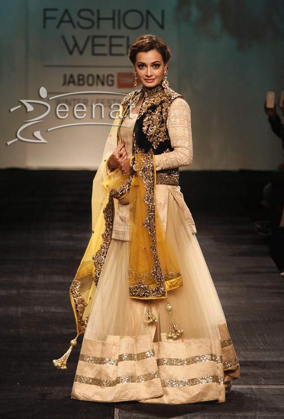 Dia-Mirza-for-Vikram-Phadnis-at-LFW-2014