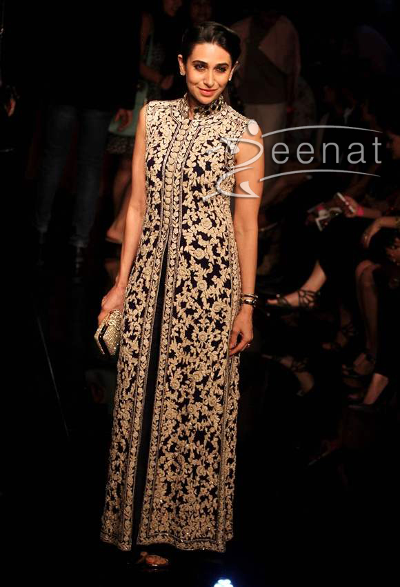 Karisma-Kapoor-at-Lakme-Fashion-Week-2014-Winter-Festive-Grand-Finale
