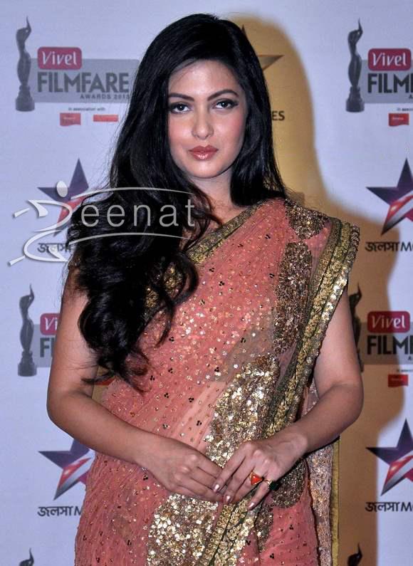 Riya-Sen-at-First-Vivel-Filmfare-Awards-East