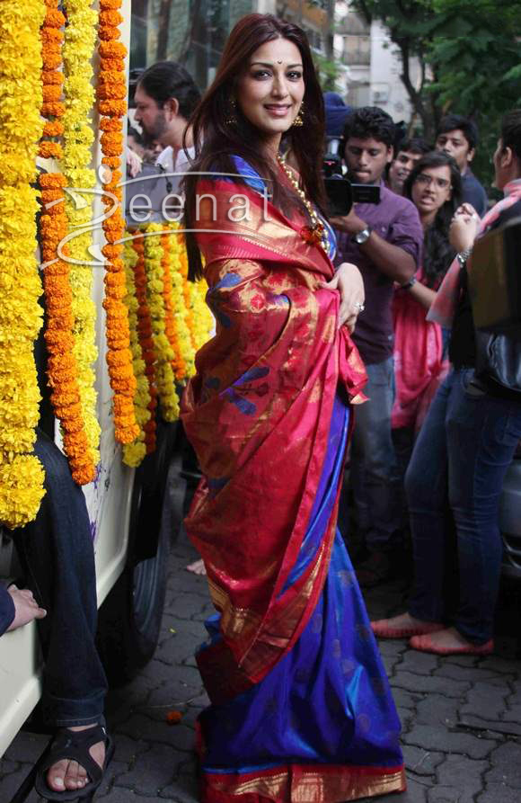 Sonali Bendre In Traditional Marathi Saree Zeenat Style