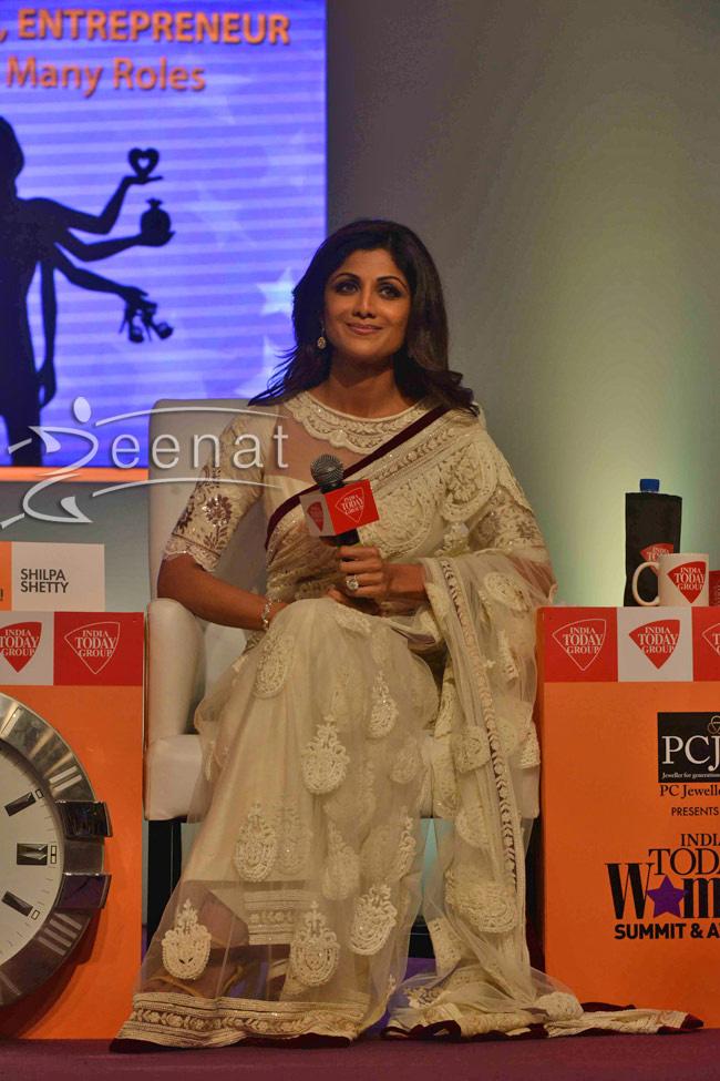 shilpa_shetty-in-tarun-thahiliani-saree-blouse
