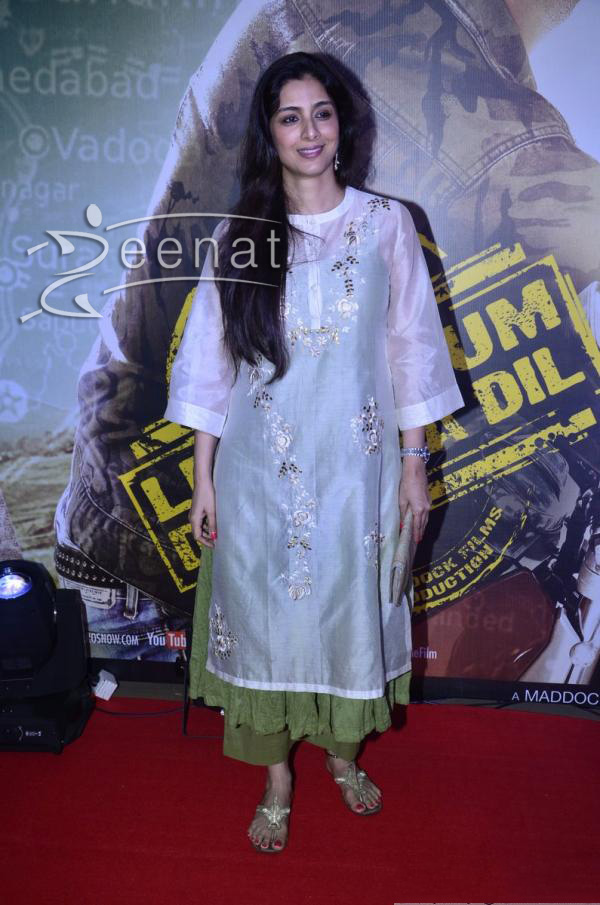 tabu-at-screening-of-film-lekar-hum-deewana-dil-3