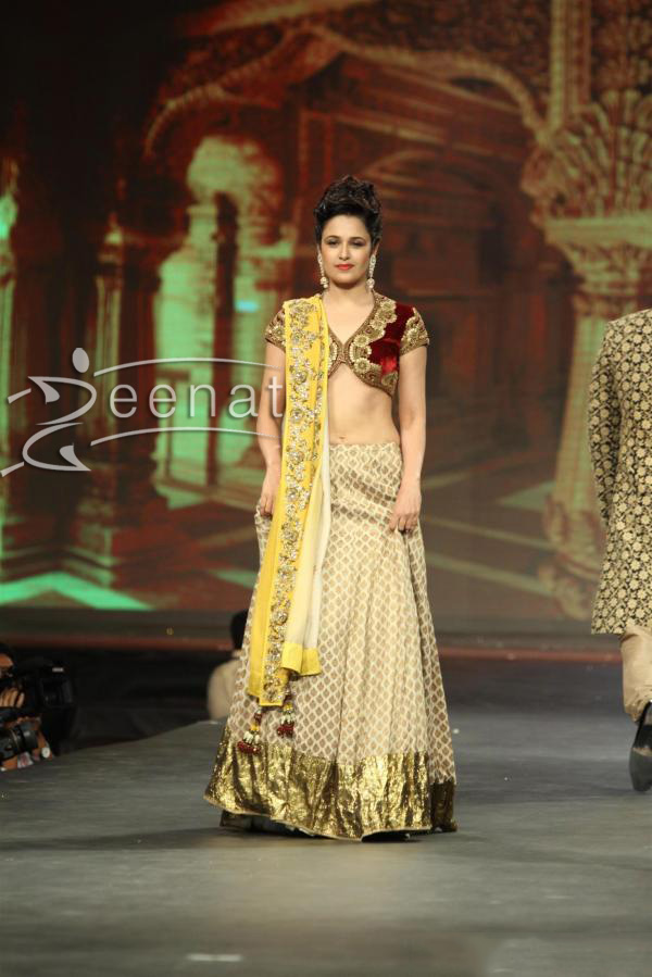 yuvika-chaudhary-at-caring-with-style-fashion-show-event-1