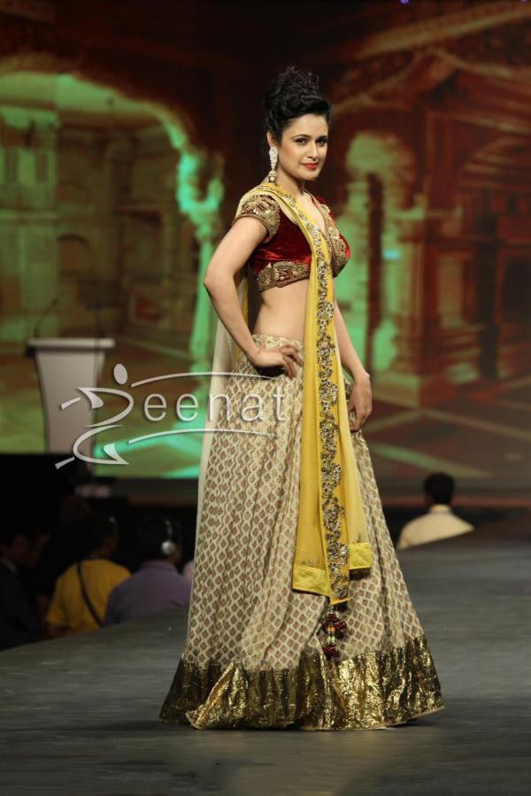 yuvika-chaudhary-at-caring-with-style-fashion-show-event-4
