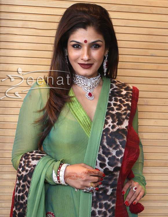 Raveena-Tandon-at-Zaira-Diamond-showroom-in-Ahmedabad