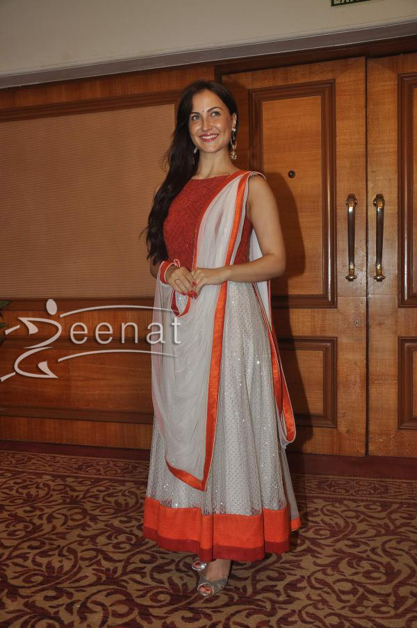 elli-avram-at-special-indian-national-anthem-launch-1