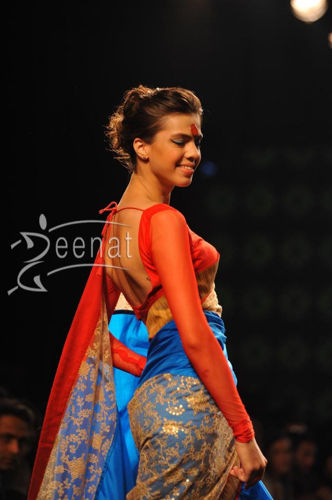 Mandira-Bedi-Ramp-Walk-at-Myntra-Fashion-Weekend-11