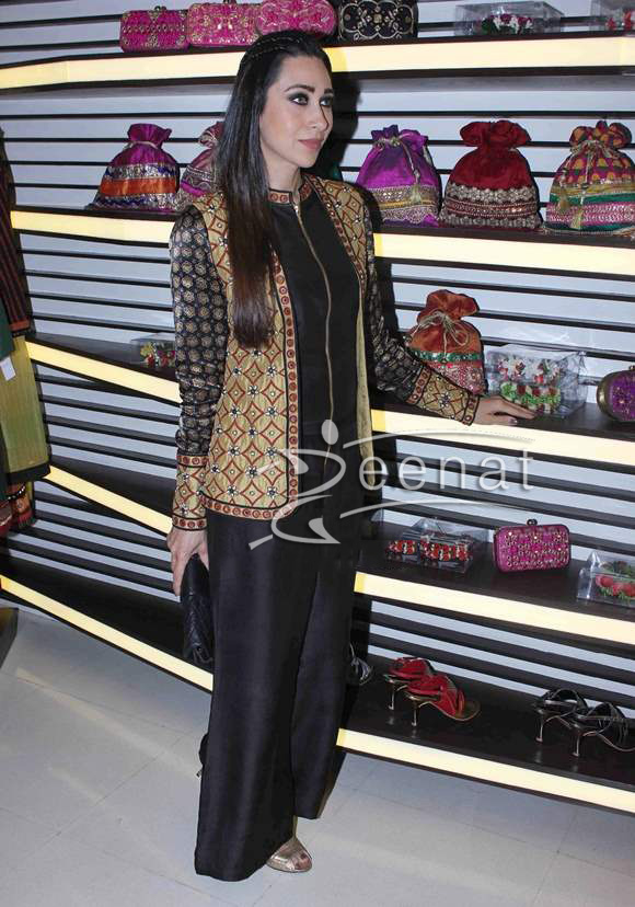 Karisma-Kapoor-at-designer-Anjali-Jain-store-launch