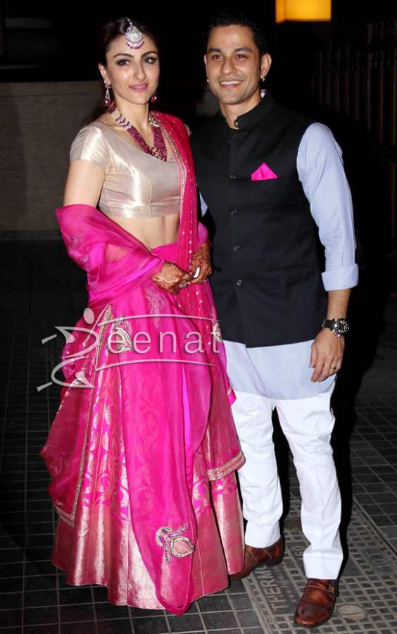 Soha-Ali-Khan-and-Kunal-Kemu-during-their-Wedding-Reception