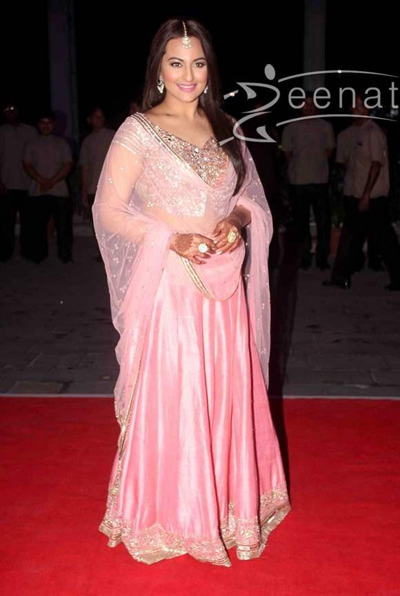 Sonakshi-Sinha-in-Pink-Lehenga-2015