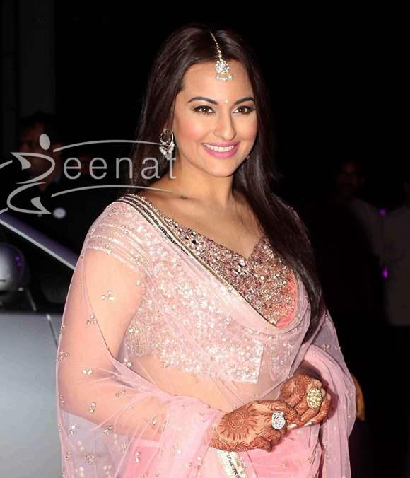 Sonakshi-Sinha-in-Pink-Lehnaga-at-brother-Luv-Sinha-wedding-reception