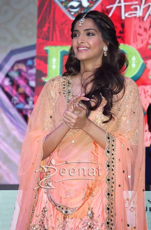Sonam-Kapoor-2015-Movie-Dolly-Ki-Doli