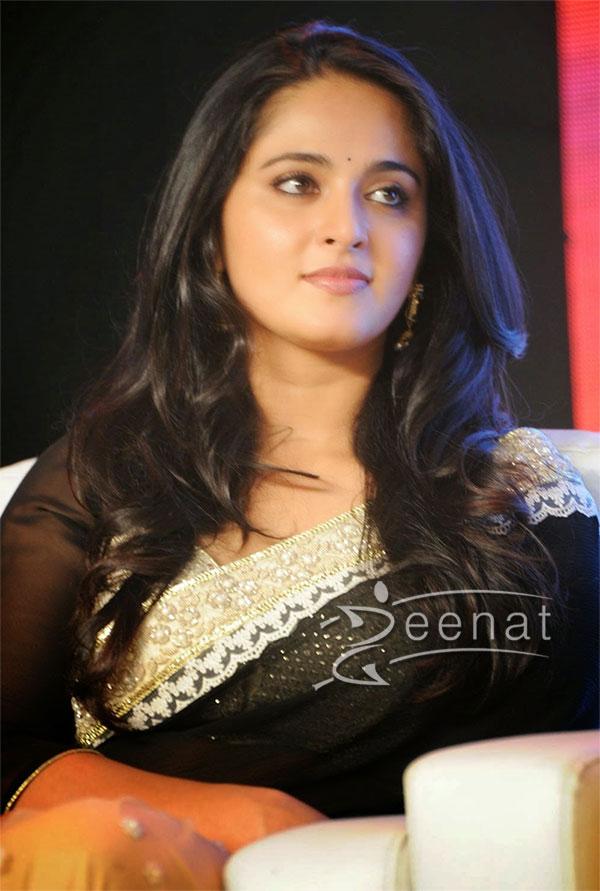 Anushka-Shetty-Black-Saree