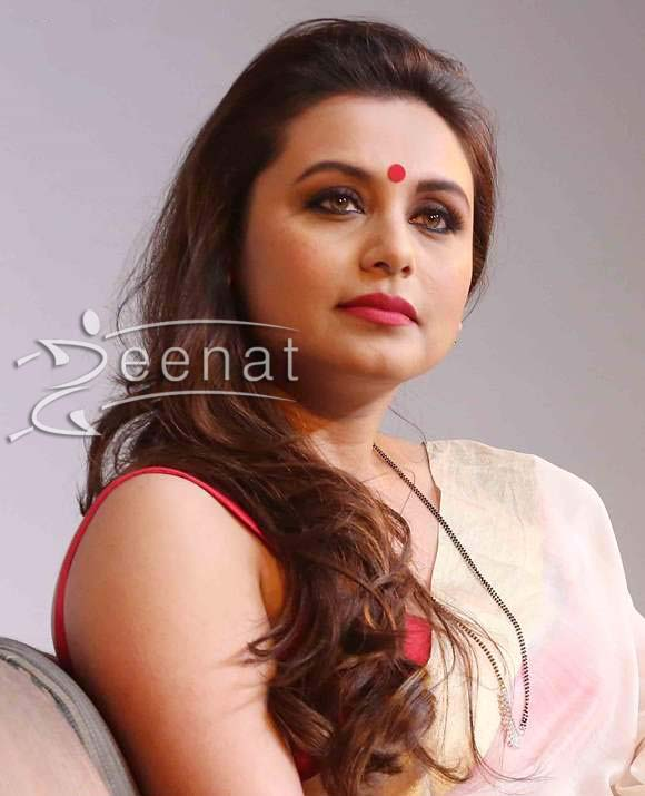 Rani Mukherjee In White Gold Saree Zeenat Style