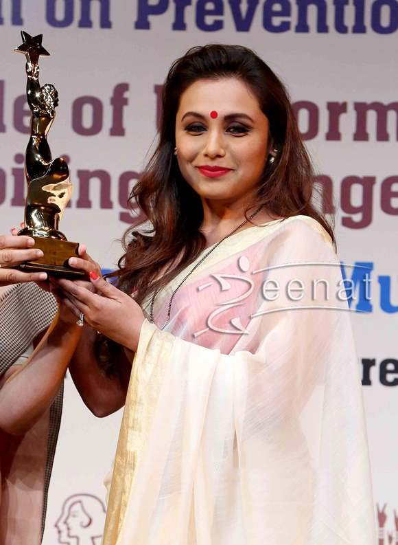 Get-the-look-–-Rani-Mukherjee-stunning-white-and-gold-saree-number