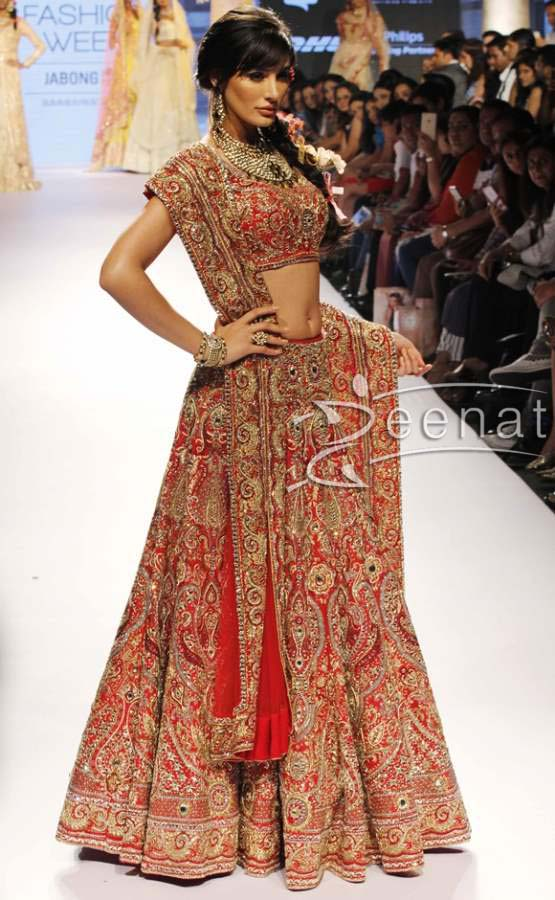 Nargis-Fakhri-in-Suneet-Varma-and-Reliance-Jewels-at-the-LFW-Summer-Resort-2015