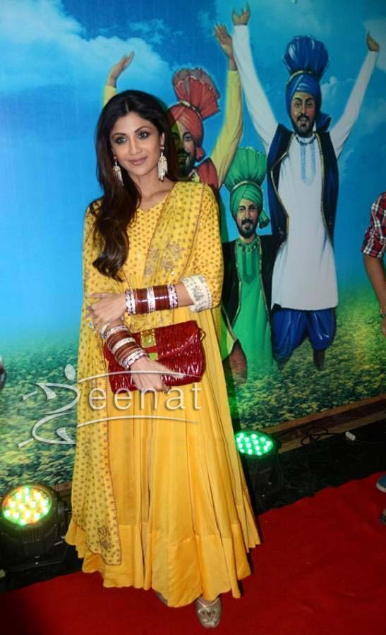 Shilpa-Shetty-in-Yellow-Anarkali-suit