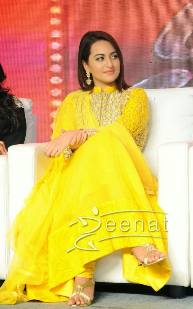Sonakshi-Sinha-Indian-Anarkali-Lucknowy-Churdiar
