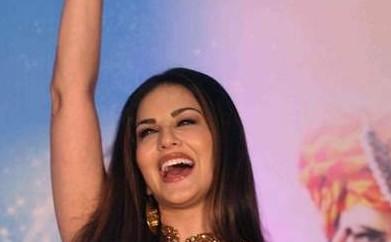 Sunny-Leone-in-Shilpa-Reddy-Ek-Paheli-Leela-promotions