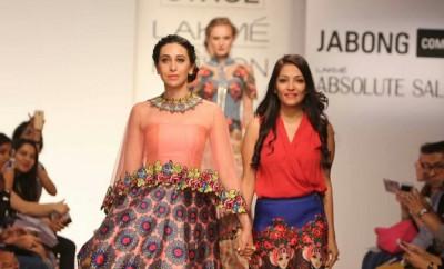 Karisma Kapoor Lakme Fashion Week 2015 (4)