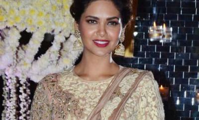 Esha-Gupta-at-Ridhi-Malhotra-and-Tejas-Talwalkar-marriage-reception1