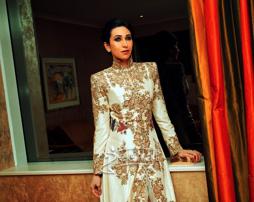 Karisma Kapoor In Anamika Khanna for Miss India Austrailia
