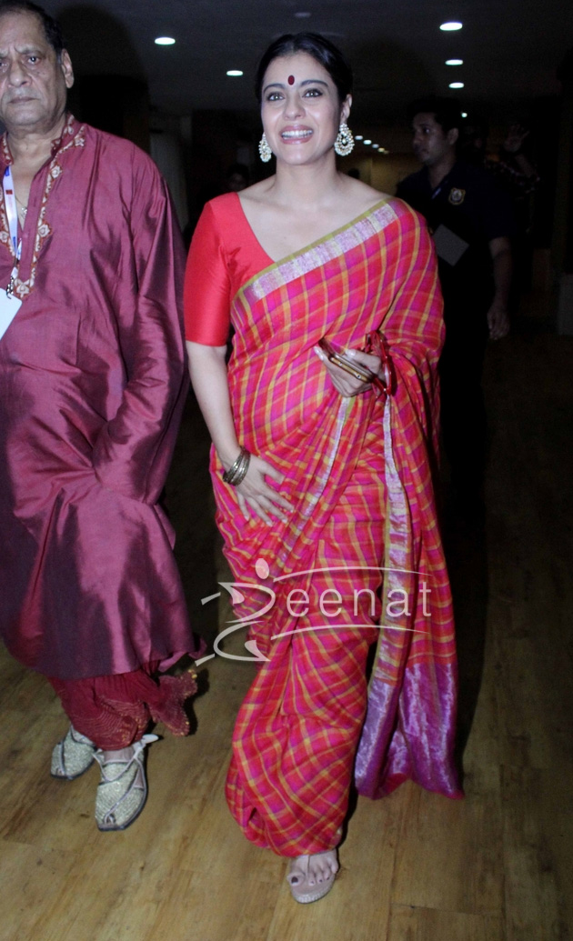Kajol In Anvila Checked Saree For Durga Pooja