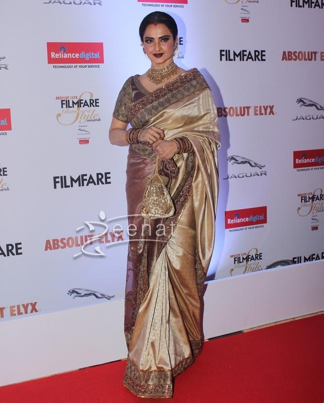 Rekha In Designer Saree at Filmfare Glamour & Style Awards 2016
