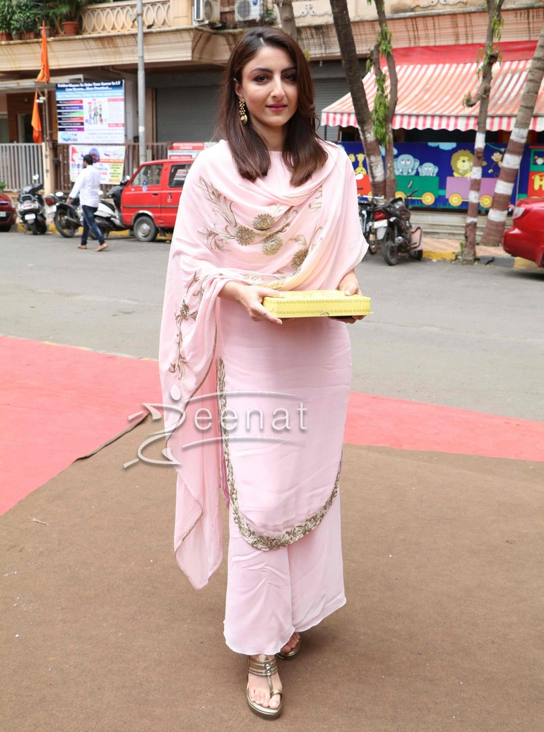 Soha Ali Khan In Pink Palazzo Pants