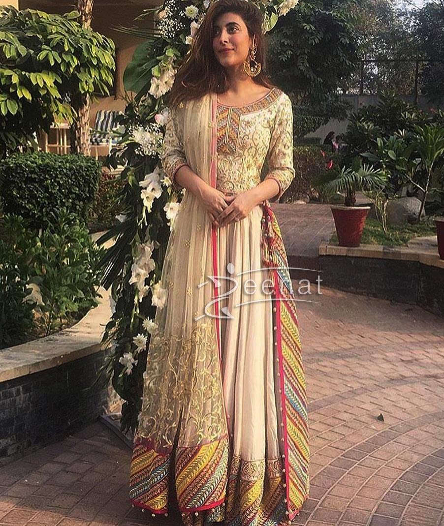 Urwa Hocane wearing Divani Pakistan Lehenga