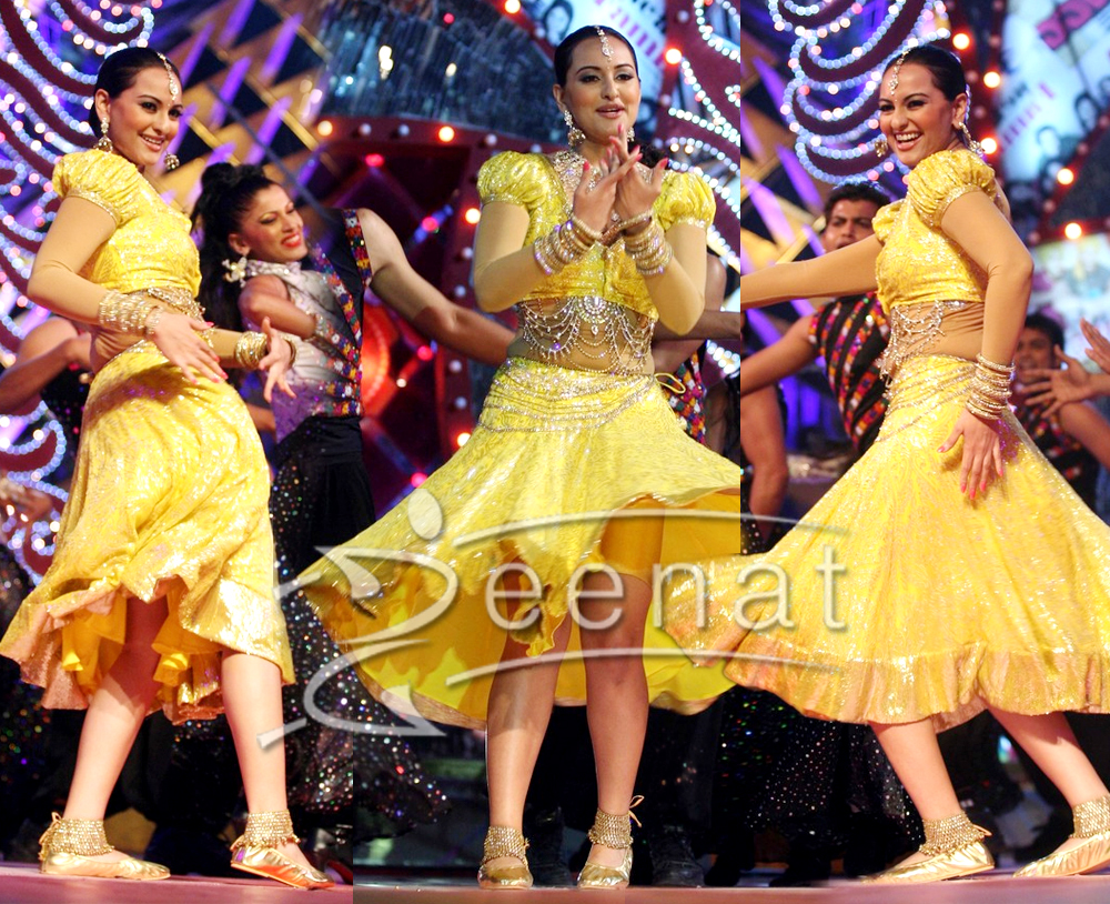 Sonakshi Moves Her Belly In Ghagra Choli