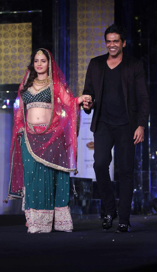 Amisha Patel In Rocky S Designer Lehenga At Aamby Valley