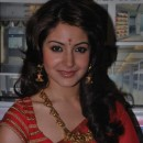 Anushka SHarma In Red Saree At Dada Saheb Phalke Awards 2011