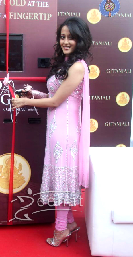 Raima Sen Launches Gitanjali Gold and Diamond ATM