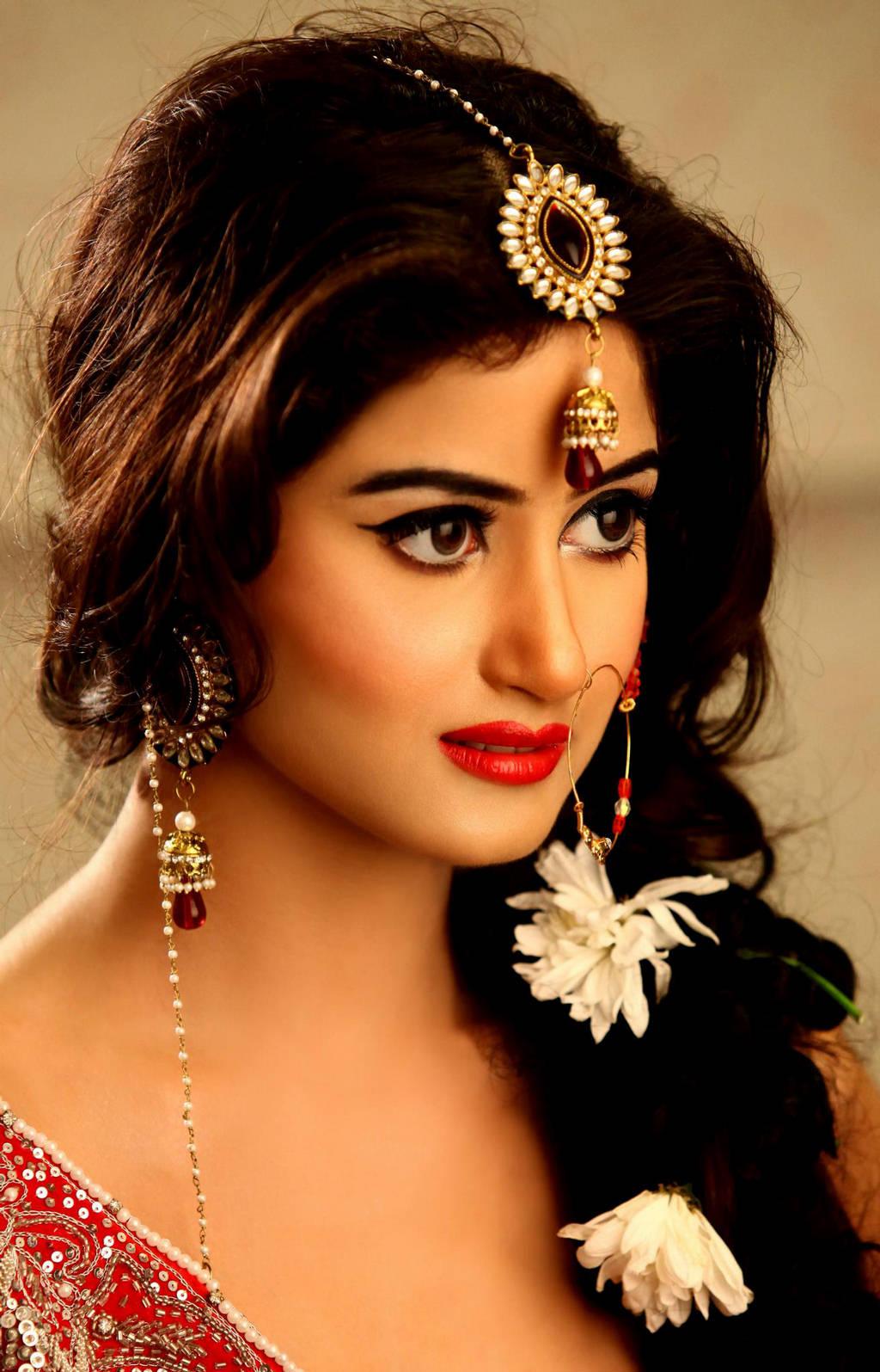 Sajal Ali Bridal Jewelry Wedding Shoot Zeenat Style