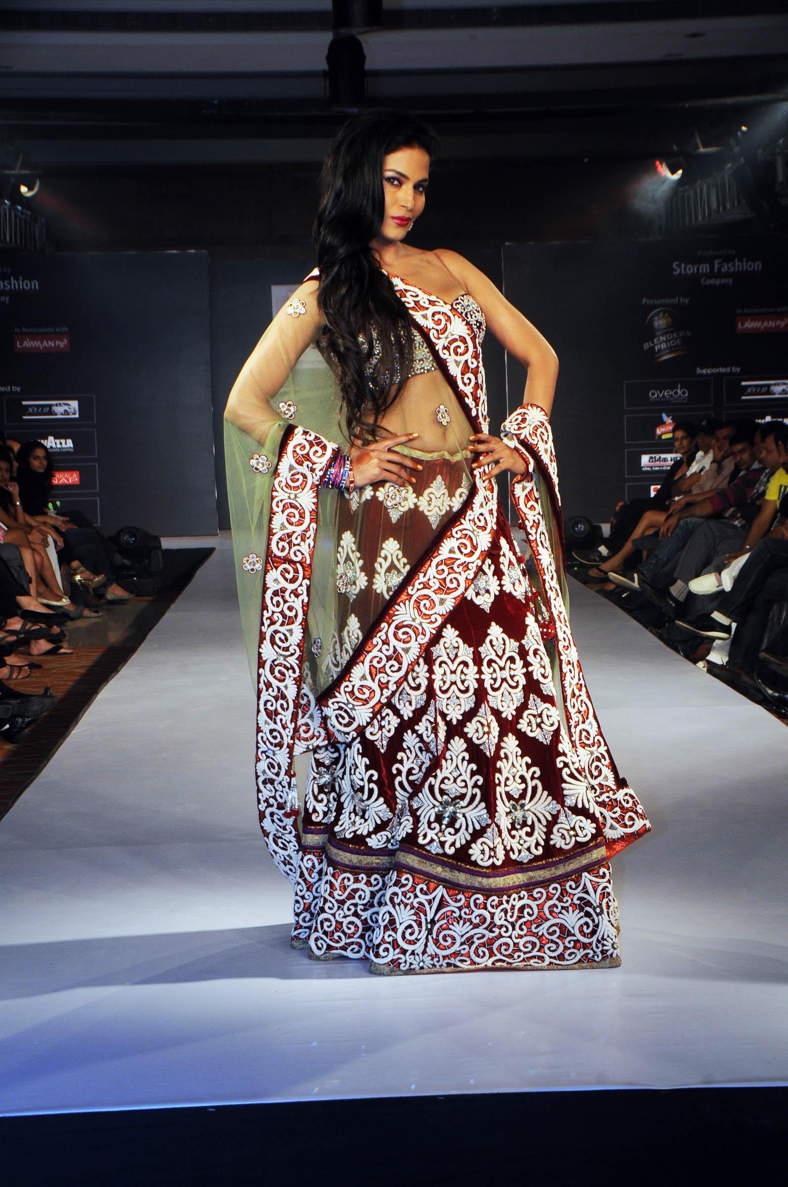 Veena Malik In Riyaz Gangji Lehenga Choli