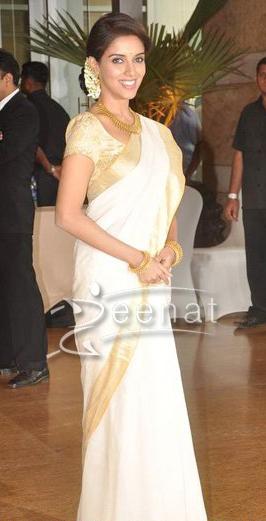 Asin Thottumkal Kerala Saree   Ritesh Genelia Wedding Photos