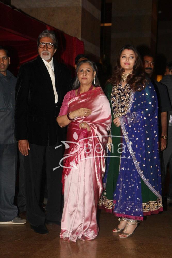 Amitabh Bachchan Jaya Bachchan Aishwarya Rai Bachchan at Ritesh Deshmukh Genelia Wedding Reception pic
