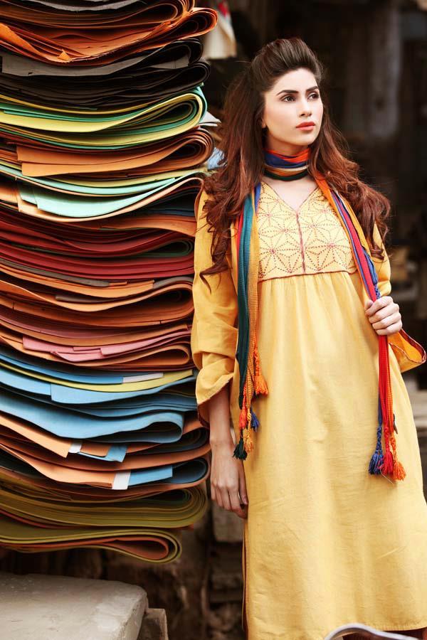 Kapray Vaghera Designer Salwar Kameez 2012 (3)